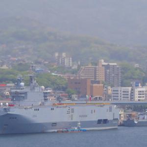 フランス海軍の強襲揚陸艦&フリゲート艦 佐世保港へ