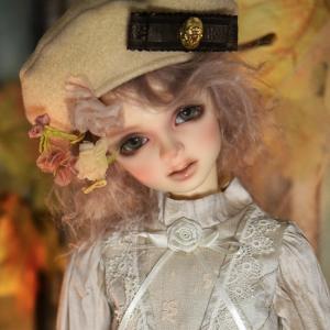 ドルショで買い物2 もうひとつのベレー帽と窓辺のミシェル