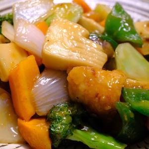 鶏唐揚げと野菜の甘酢あんかけ = 酢豚の鳥唐バージョン