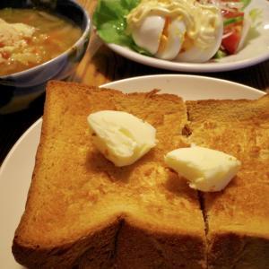 厚切りトーストとミネストローネの朝ごはん