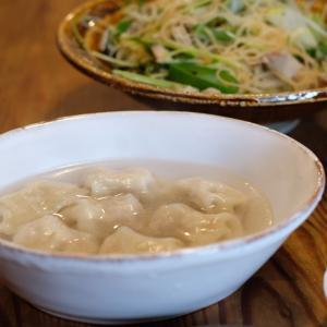 豆苗のビーフン炒めに水餃子で昼ごはん
