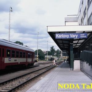 カルロヴィ・ヴァリ市内にあるローカル線の駅
