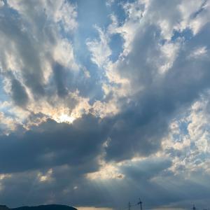 青い空を何度も仰ぐ、敢えて。そして深呼吸。