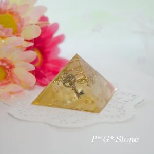 【黄変若番特価】シンプルピラミッド型オルゴナイト♪