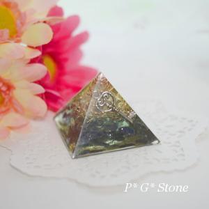 【若番黄変特価】サファイア入りピラミッド型オルゴナイト♪