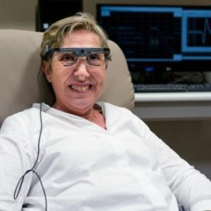 脳に直接信号を送る「視覚インプラント」