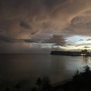 グアムの天気 7月25日 朝のにゃんこ sashi from Guam