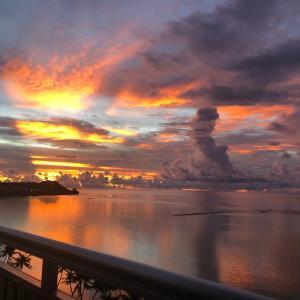 グアムの天気 曇り、と昨日のサンセット