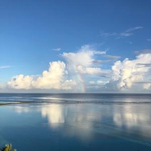 グアムの天気 鏡の様な海