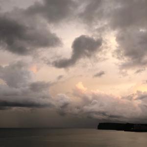 グアムの天気 アートな早朝の空