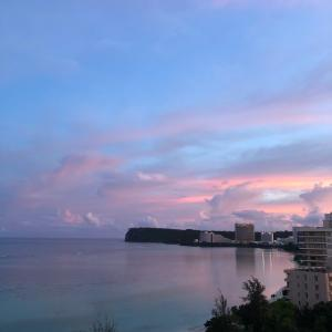グアムの天気 タモンビーチの朝焼け