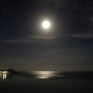グアムの天気 満月と海
