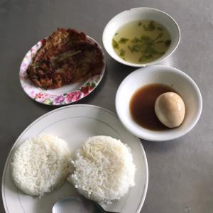 カルンデリア『ローカル食堂』で昼飯