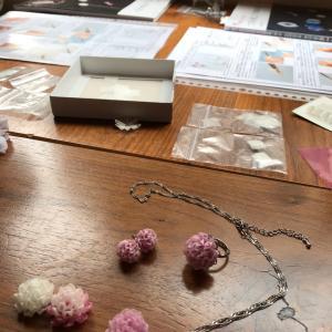 ■教室レポ■「つまみ細工の可憐な花々」一番人気のシロツメクサ講座