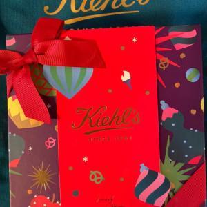 キールズ クリスマスコフレはジャニーン・ルーウェルとのコラボレーション!