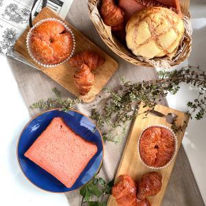 沖縄からやってきた きれいなピンクのパン!マキ屋フーズ紅麹パン