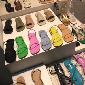 東大門靴卸売市場C棟の可愛いサンダル達