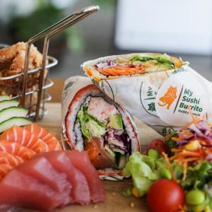 日本とメキシコ料理のコラボレーション「寿司ブリトー」