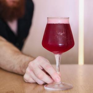 バーレイヘッズの樽熟成ビールを提供するタップルーム