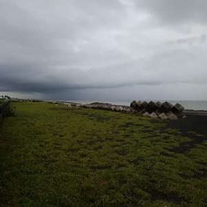 滝のような大雨の静岡市内 のんきに前浜にいました・・・