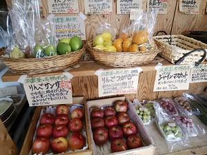 朝霧高原野菜も入荷する火曜日 地物の潮野菜と果物もたくさん入荷してきます