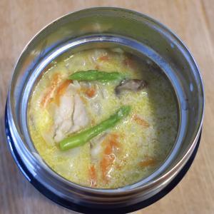 鶏肉とキャベツとニンジンとアスパラの豆乳スープ