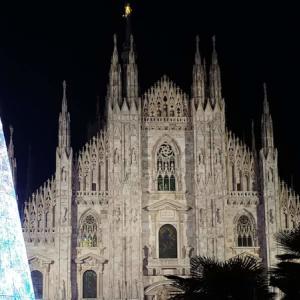 世にも美しい、ミラノ・ガレリアのSWAROVSKIのクリスマスツリー♪