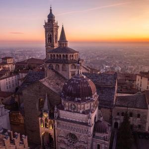 イタリアのコロナウイルスにおいて、悲しくも象徴的な街、ベルガモ。