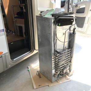 キャンピングカーの3WAY冷蔵庫を家庭用冷蔵庫に入れ替える! (撤去編)