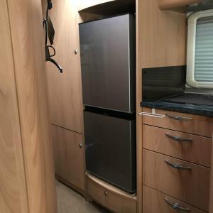 キャンピングカーの3WAY冷蔵庫を家庭用冷蔵庫に入れ替える! (設置編)