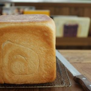 角食パンとスコーン。