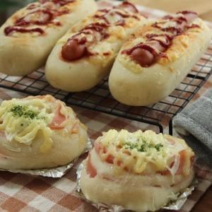 惣菜パン2種類。