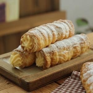 パイコロネと蒸しパン。