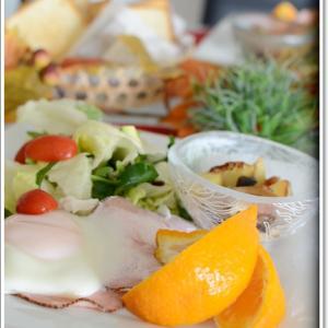 簡単なジャガイモソテーがメインの休日の朝食~♪