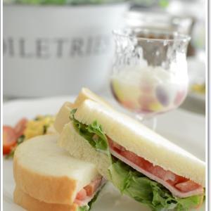 可愛いクマのパンのサンドイッチで朝食~♪