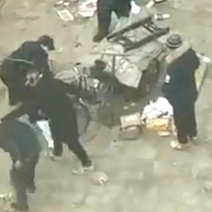【動画】中国、また城管が!今度はくず拾いのおじいさんに対して鬼の取り締まり [海外]