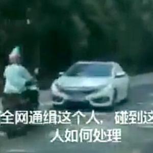 【動画】中国、対向車線の車に「チキンゲーム」を次から次に仕掛けるバイク男!