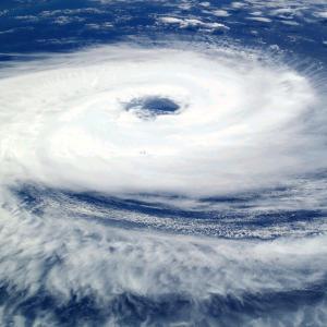 台風がきてますね