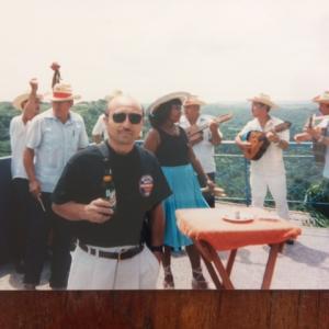 ニンハ NINJA 田中とキューバ で演奏旅行したな。