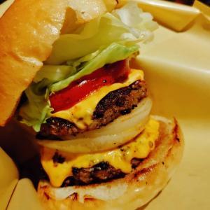 「成増ダイナマイト」鉄板焼き居酒屋のハンバーガーは約束された美味しさ(`・ω・´)