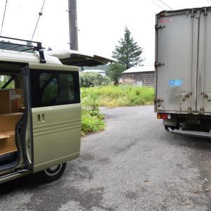 煙突部材が入荷したので車の荷台に避難させた