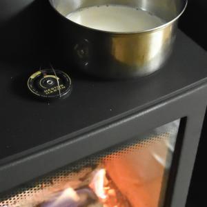 簡単!薪ストーブの天板でチーズ作り