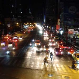 「いつでも探してしまう〜♪」夜のバンコクで彷徨うカポン