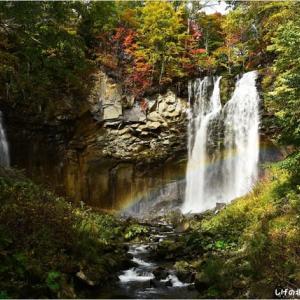 紅葉と滝・・・1。
