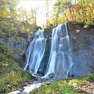 紅葉と滝・・・2。
