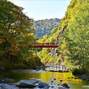 紅葉と滝・・・3。