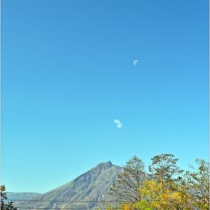 ひ撮り出 支笏湖・・・月が出た。