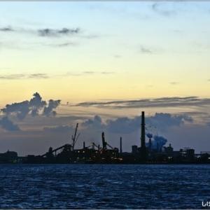 工場群の朝 MURORAN・・・。