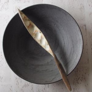 【おうちで楽しむ陶器市】墨黒が美しい、食材をひきたててくれるうつわ