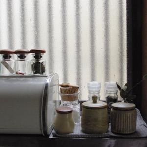 キッチンの調味料スペース お気に入りに囲まれながらきれいを保つ方法